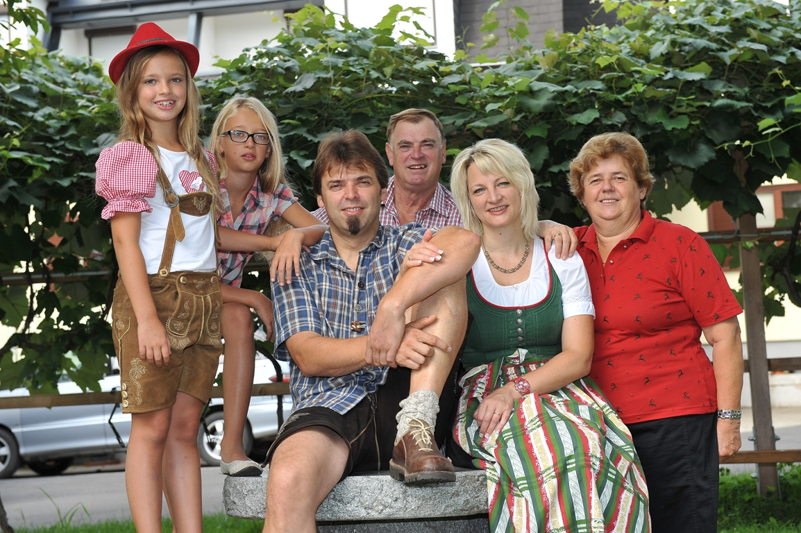 Willkommen bei Familie Schneider in der Backhendlstation