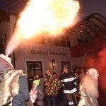 Feuerspeien beim Perchtenlauf (c) Fritz Remesch Creativfilm