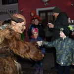Kinder beim Perchtenlauf (c) Fritz Remesch Creativfilm