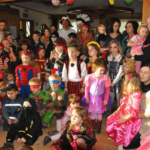 Kindermaskenball in der Backhendlstation