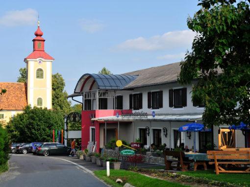 Backhendlstation Schneider mit Kirche