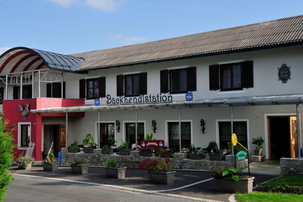 Backhendlstation Schneider in Auffen
