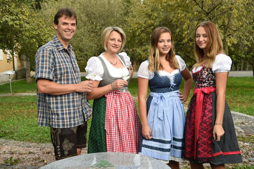 Familie Schneider von der Backhendlstation
